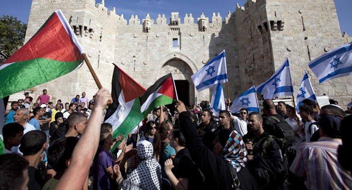 Foto 2 - Bandeiras da Palestina e Israel em Jerusalém
