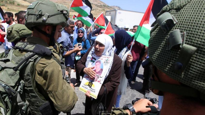 Nabuls - maio de 2017 - palestinos manifestam apoio a prisioneiros em greve de fome e soldados israelenses controlam protesto