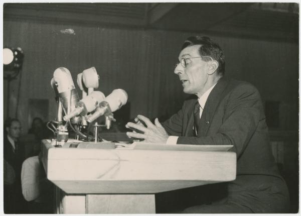 Frédéric Joliot-Currie Assembleia do CMP 1955